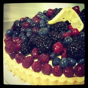 Lemon Berry Tart by asthetiq