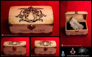 Assassin's Creed II Box by Yuhyrn