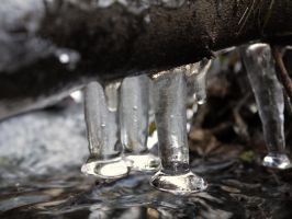 icicles above by HumbleBeez