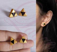 Triforce earring from Legend of Zelda by LayzeMichelle