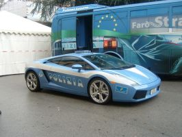 Police car at Lucca Comix by CleopatraDiNekomata