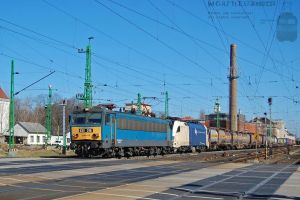 630 018 and ES 64 U2 060 with freight in Gyor by morpheus880223