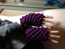 Dragonscale Gloves by TheMagicianAssistant