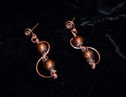 Copper orbit earrings by asukouenn