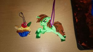 Crabcake Cutie Mark charm and Necklace by Tazimo