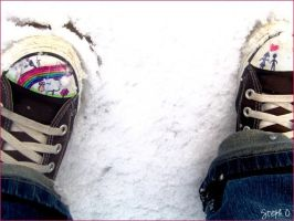 converses in snow by arti-chaut