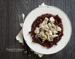 Cocoa pasta with mushrooms,chicken and cream sauce by MirageGourmand