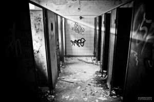 School Toilet by R3ds0Ld13r