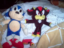 Sonic and Shadow plushies by Ender-Sammi