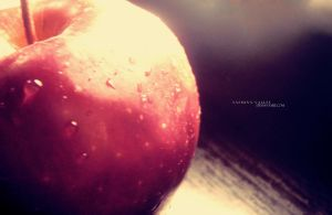 red apple by yasmina-valley