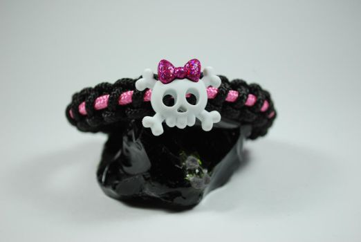 Cute Skull Bracelet by Shvide