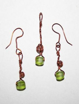 wire set with green beads by KlaraG