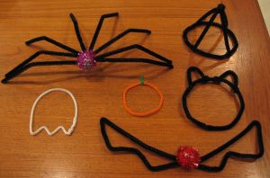 Halloween pipe cleaner things by DiscoPotato