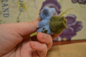 Needle Felted Bulbasaur 2 by feltieflaffy