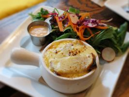 French Onion Soup au Gratin by Kitteh-Pawz