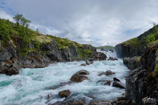 turqoise river in the hardangervidda (norway) by kaetrouv