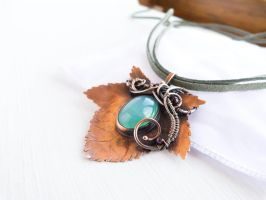 Currant leaf - wire copper pendant by UrsulaOT