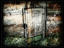 . old Gate Of Rust . by trocker
