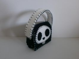 Skull bag from felt by Azjalove