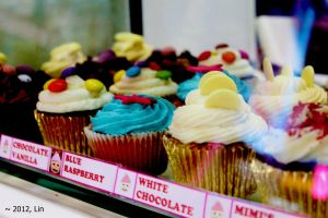 cupcakes at camden market, nomnomnom 1 by LinnLin
