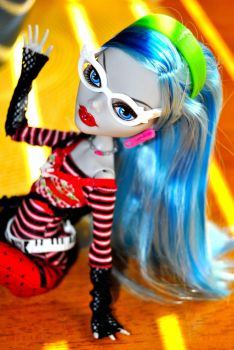 Ghoulia Yelps chilling by toboekyo