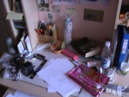 This is how my desk look when i draw stuff by MicoNutziri