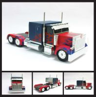 Optimus Prime Truck by tkyzgallery