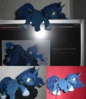 Luna Chillin' Needle felted by Holcifio