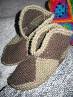 Simple knitted slippers by Coccis