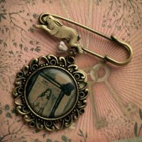Alice in Wonderland brooch by BeautySpotCrafts