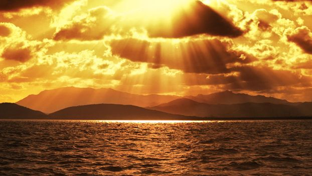 Golden Rays by IsacGoulart