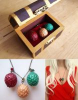 Dragon eggs necklace by curry-brocoli