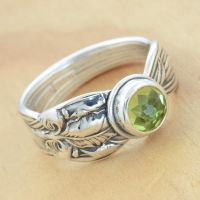 Spoon Ring w Peridot and Leaves by metalsmitten