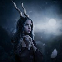 Daughter of Smoke and Bone by Elluna