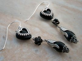 Black Heart Earrings by Aranwen
