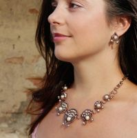 Pearls in copper (necklace and earrings) by NADYjewel