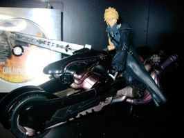 Cloud and Fenrir figure by SakuP