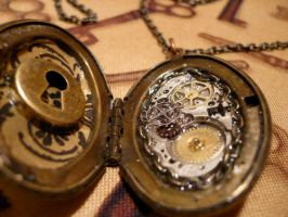 Key hole locket2 by teatimeinc