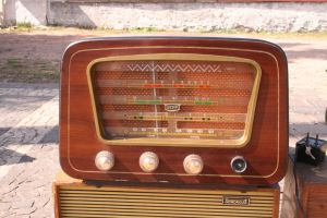 radio by Eddieferla-stock