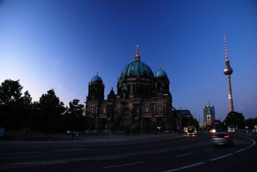 Berlin - night by youred