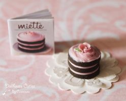 Miniature chocolate cake by Glowpr