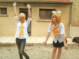 Cosplay Rin et Len Kagamine by Luka-Hatena