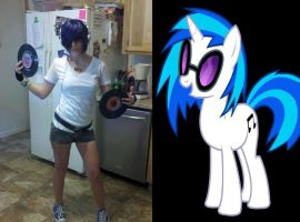 Vinyl Scratch Cosplay aka DJ PON3 by pukingPopsicle