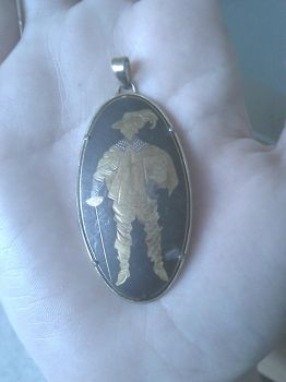 Help me identify this Musketeer pendant? by spn-rules