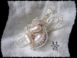 Pearls_and_Stones - pendant- by Ignisburns