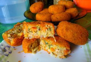 potato n carrot curry korokke 5 by plainordinary1