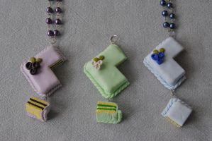 Wedding cake: Necklace by Jennut