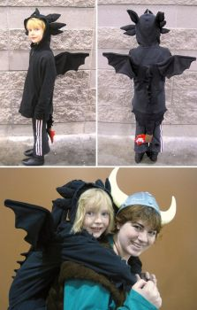 A little Toothless Costume by Skylanth