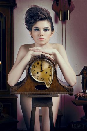Alexis Lowndes* Melting_Clock_by_Aisii