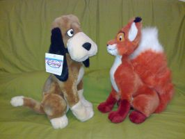 Adult Fox and Hound plush side view by Frieda15